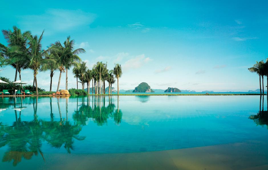 Infinity pool at Phulay Bay on a Thailand honeymoon