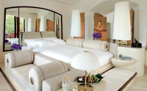 Ritz Carlton Phulay Bay on a Thailand beach honeymoon