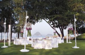Lawn wedding at Phulay Bay