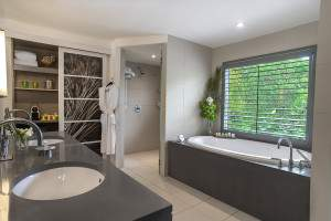 Carlisle Bay Ocean Suite bathroom, Carlisle Bay Hotel, Antigua