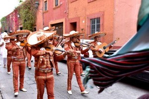 Strolling mariachis in San Miguel de Allende on a Mexico honeymoon