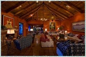 CPlivingroomofmainhotel