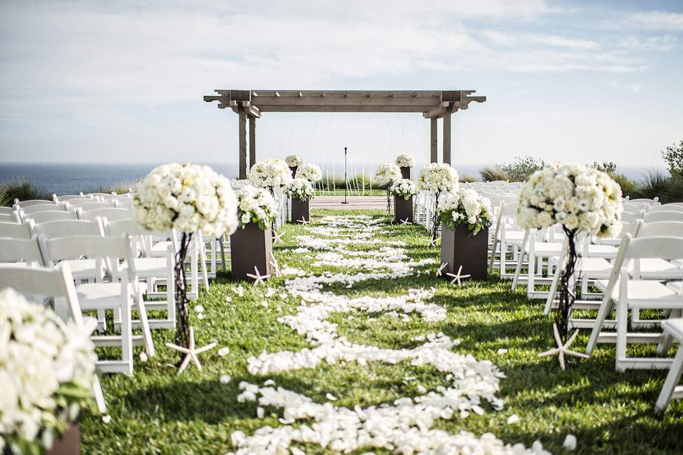 Ceremony at Terranea Resort courtesy of Kirsten Manick Photography