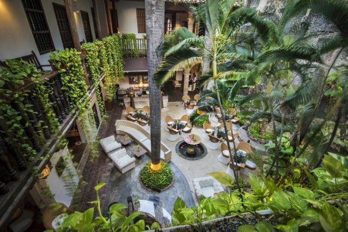 el-marques-courtyard